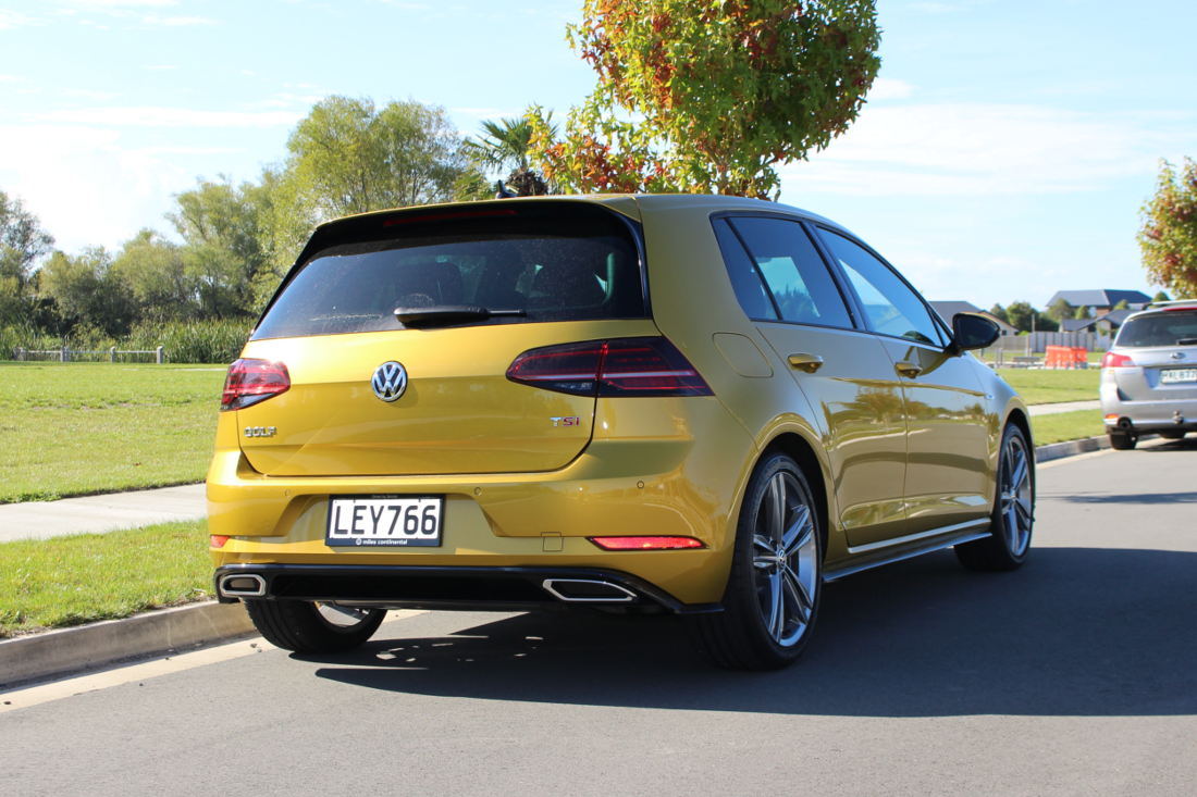 Rear features of the Golf R-Line in Turmeric